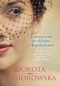 Dziewczyna ze sklepu z kapeluszami 211x300 - Dziewczyna ze sklepu z kapeluszami Dorota Gąsiorowska